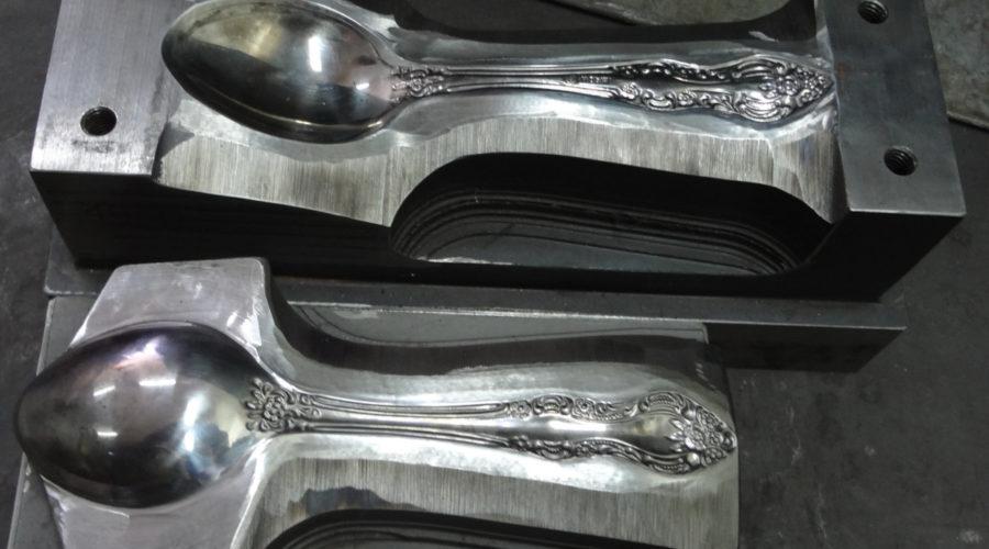 Столовые приборы (ложки, вилки, ножи)